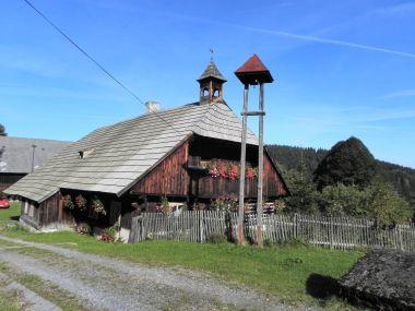 Zvíkov, roubenka a zvonička
