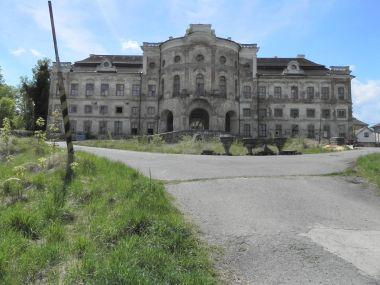 Týnec, zámek