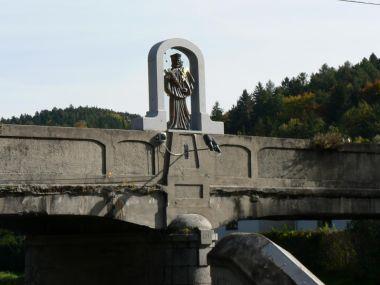 Čepice, socha sv. Jana z Nepomuku na mostě
