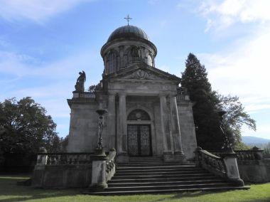 Klingerovo mausoleum, průčelí