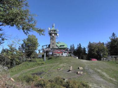 Tanvaldský Špičák, chata s rozhlednou