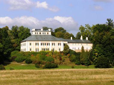 zámek Ratibořice od řeky Úpy