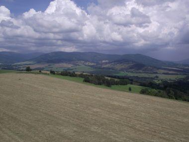 výhled z rozhledny na Dolní Hedeči