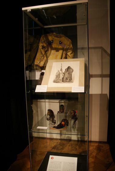 ekvádorské tsantsy a košile Siouxů
