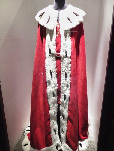 královský korunovační plášť