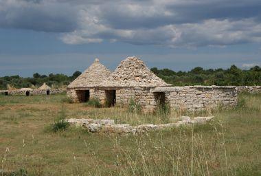 fotka k příspěvku Vodnjan - kamenné chýše a skanzen Kažuni  (Park kažuna)