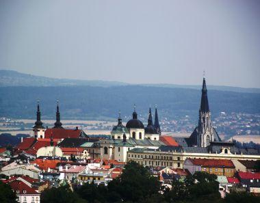 zoom-pohled na Olomouc z heliportu