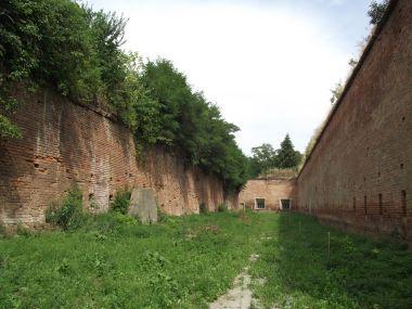 mezi hradbami