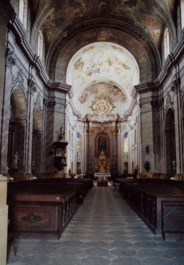 pohled do interiéru klášterního chrámu Zvěstování Páně (Panny Marie)