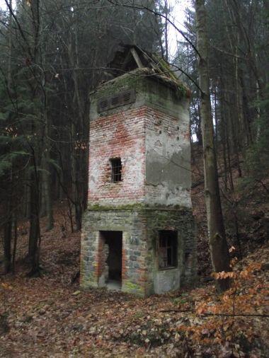 transformační věž pod lomem