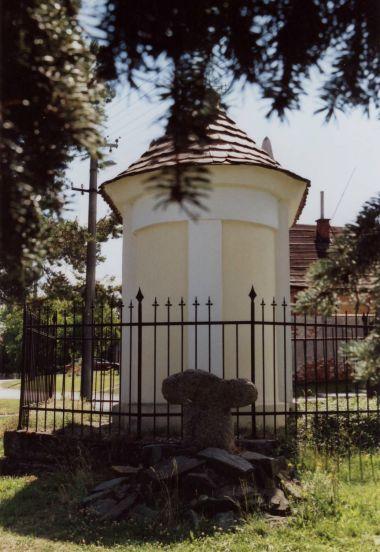Křelov - kaple a smírčí kříž