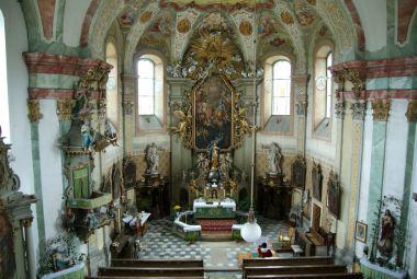 interiér chrámu Nejsvětější Trojice v Kopřivné