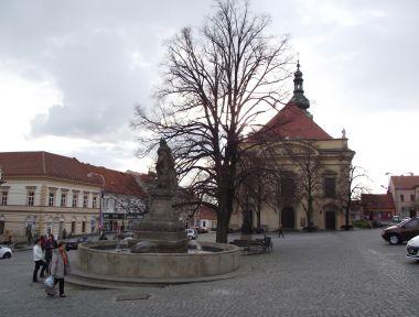 náměstí TGM s farním kostelem