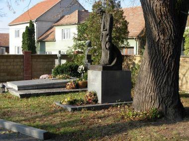 Hroby slováckých umělců na slavíně