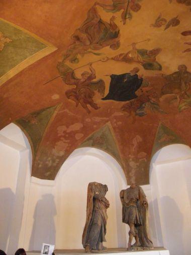 Restaurované nástropní malby znovu ohrožuje vlhkost