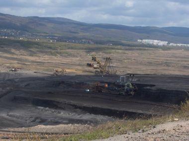 důl ČSA, v pozadí Horní Jiřetín