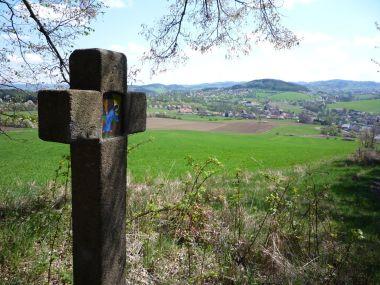 Výhled na Počepice z křížové cesty