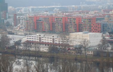 přístav a nové budovy od Bulovky