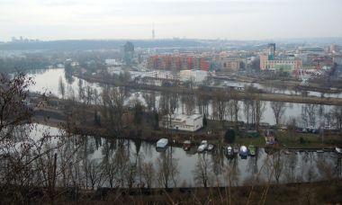 pohled na ramena Vltavy od Bulovky