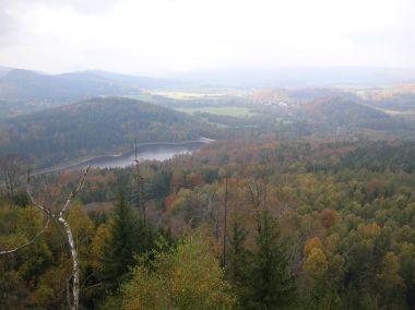 Pohled z Malého Stožce na přehradu Chřibská