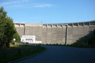 78 m vysoká a 390 m dlouhá hráz přehrady Vír I
