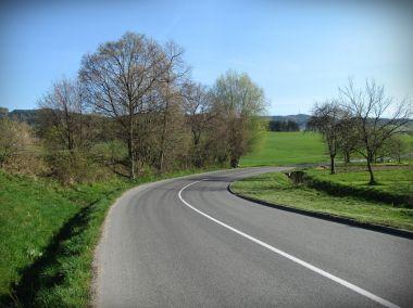 cesta z obce