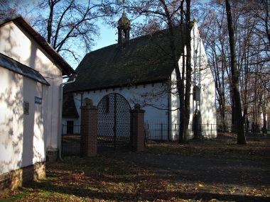 kostel z parku