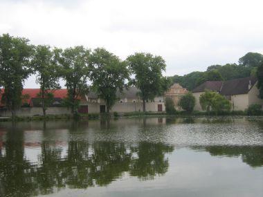 Starý rybník -  v pozadí pivovar