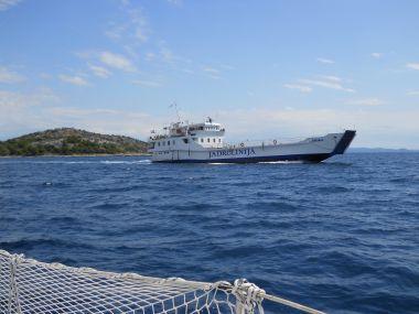 plujeme k ostrovu Tijat
