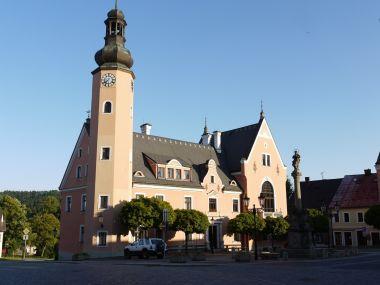 Renesanční radnice z r. 1565 v Českém Dubu