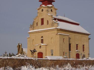 kostel sv. Bartoloměje v zimě