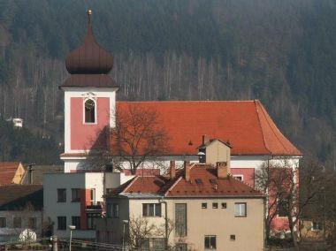 Kostel sv. Kunhuty Nedvědice: Kostel sv. Kunhuty je dominantou městečka. Byl vybudován v roce 1727 na místě původního dřevěného kostelíka.