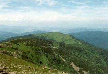 Krátký hřeben uzavírá Malá Babí hora