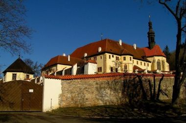 Františkánský klášter: pohled od jihu