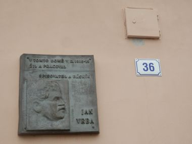 pamětní deska spisovatele J. Vrby