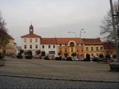 Muzeum: Muzeum a domy na náměstí