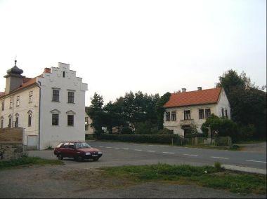 Obec Kňovice: Prvním dokladem o prostých lidech, poddaných, usedlých na statcích i chalupách, se stala první pozemková kniha - urbář, založený v roce 1629. Dalším soupisem poddaných byla tzv. Berní rula z roku 1654, sestavená pro daňové účely. Od rok
