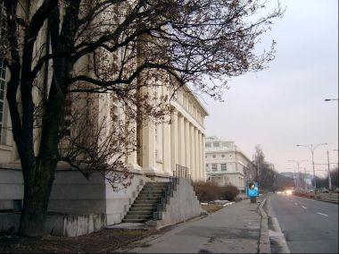 Západní strana budovy