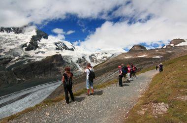 Pasterze ledovec vlevo a homole mírně vpravo - Mittlerer Burgstall 2923 m.n.m.