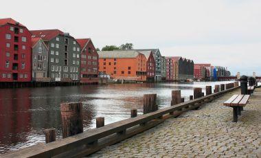 Trondheim - pohled na staré přístavní sklady z 18./19. stol.