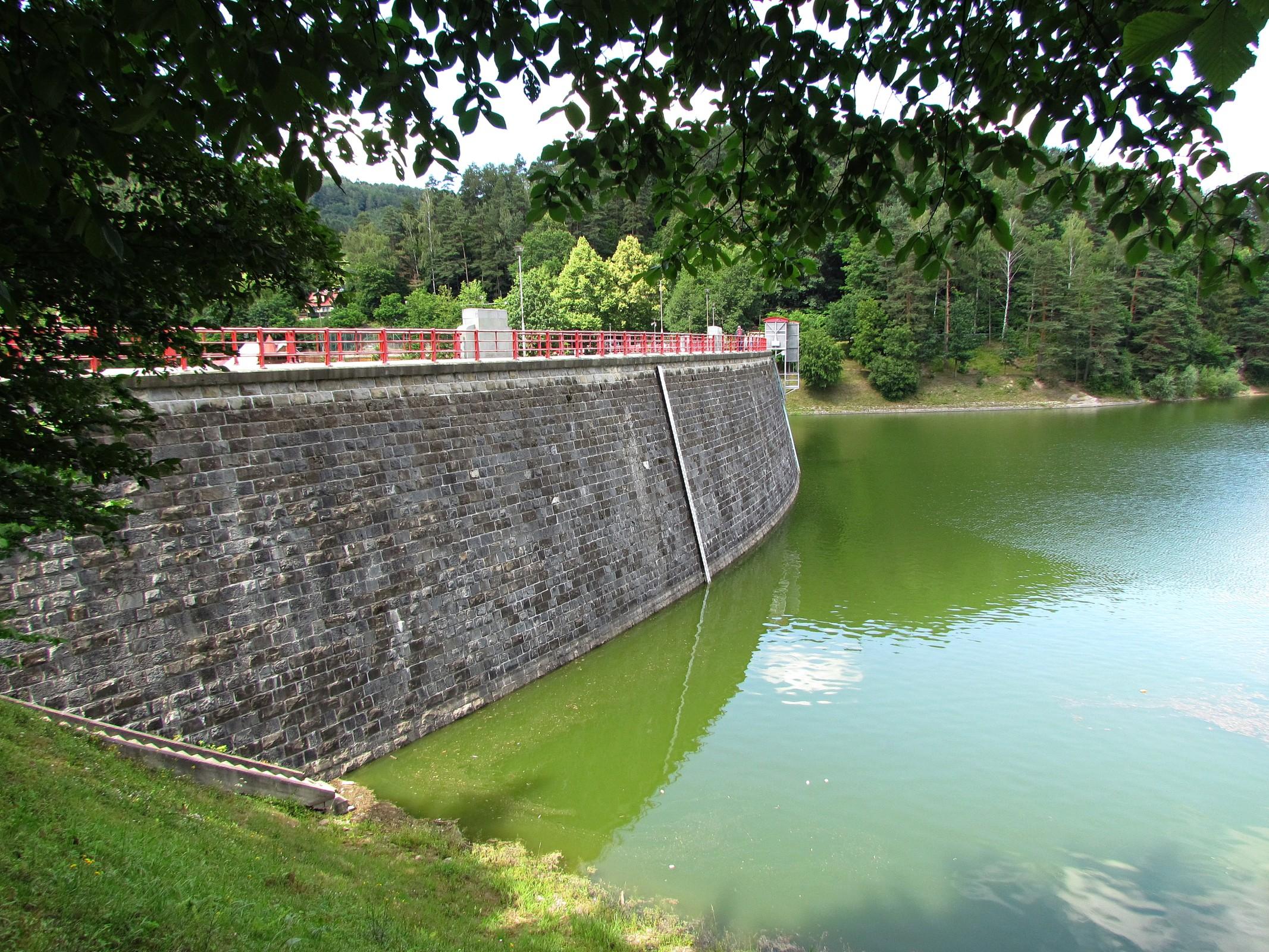 Skalní vyhlídka u přehrady Bystřička  3066e42d5e