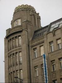 a5c1543e96 Koruna  Klenba kopule má 170 metrů plochy a je složena z několika tisíc  skleněných tvarovek